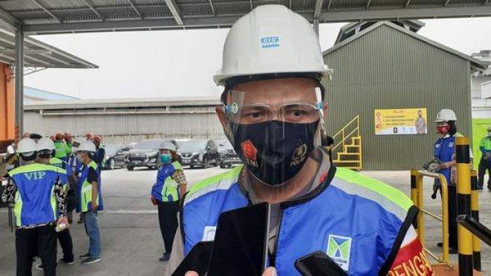 Kapolres Metro Bekasi Kombes Hendra Gunawan saat melakukan peninjauan pabrik sekaligus pelepasan ekspor baja, pada Senin (14/9/2020).