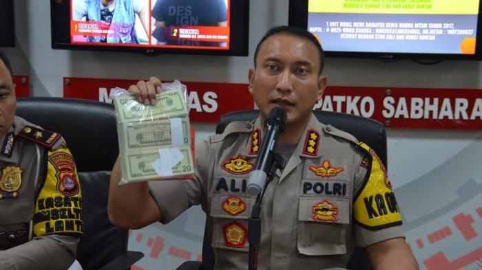 Polisi Lalu Lintas Tangkap Pengedar 798 Lembar Dollar Amerika Palsu di Tangerang