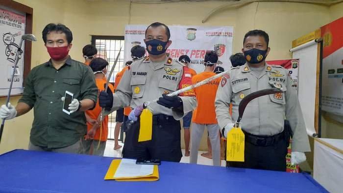 Pakai Masker dan Topi, Kawanan Geng Motor Bacok Pemilik Lapangan Futsal di Depok Sulit Dikenali