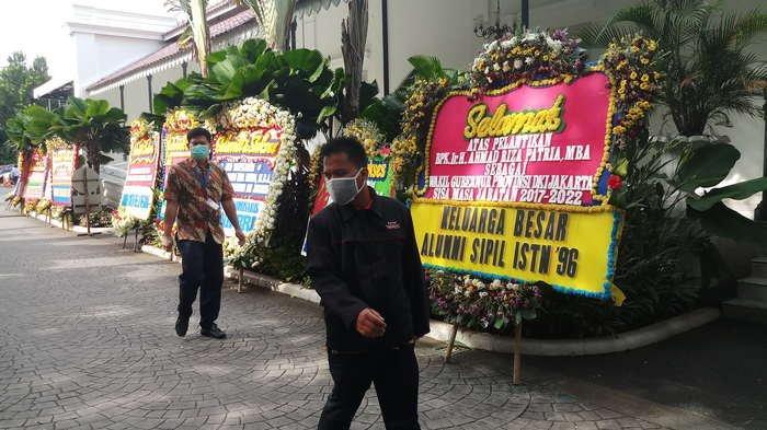 BERITA FOTO: Karangan Bunga Ucapan Selamat Atas Pelantikan Wagub DKI Jakarta Berderet