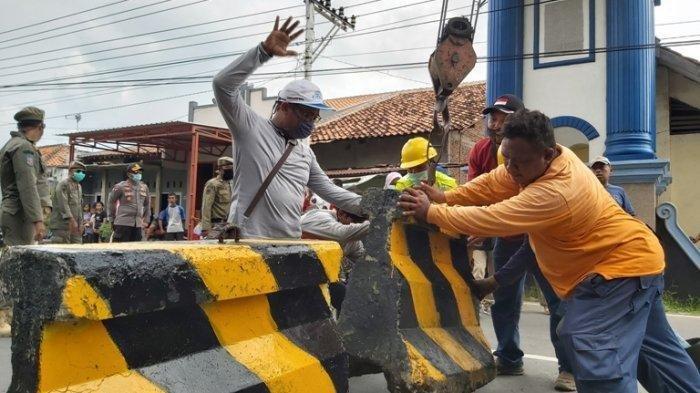 Jokowi Perintahkan Mendagri Tegur Kepala Daerah yang Blokir Jalanan Bikin Distribusi Terganggu