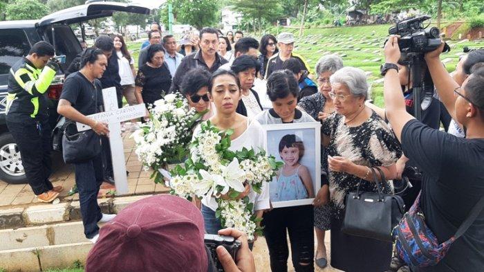 Inilah Foto-foto Persiapan Autopsi Jenazah Zefania Putri Karen Pooroe di TPU Tanah Kusir