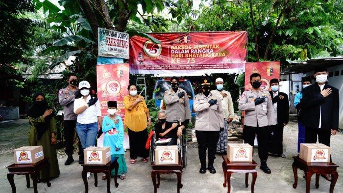 Panti Asuhan dan Panti Jompo di Bekasi Terima Bansos Dari Polri di HUT Bhayangkara ke-75