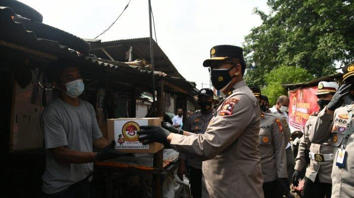 Komunitas Pemulung di Pulogadung Terima Bansos HUT Bhayangkara ke 75