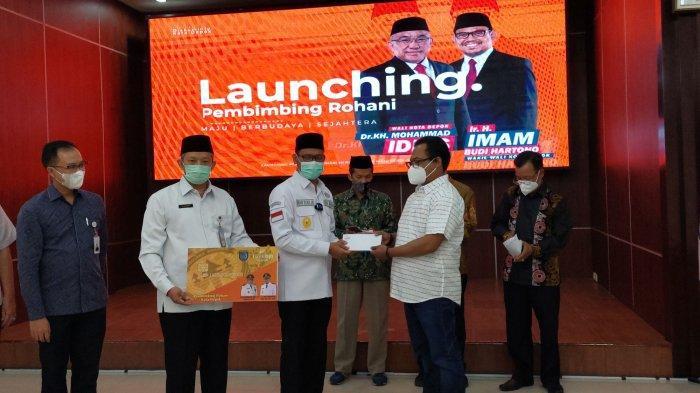 Tunaikan Janji Kampanye, Idris-Imam Luncurkan Kartu Insentif Bagi 1.000 Pembimbing Rohani di Depok