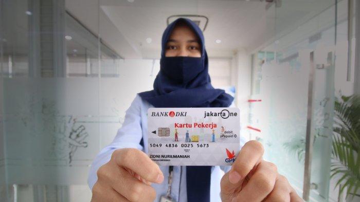 59 Orang Karyawan PT Food Station Terima Kartu Pekerja Jakarta dari Bank DKI