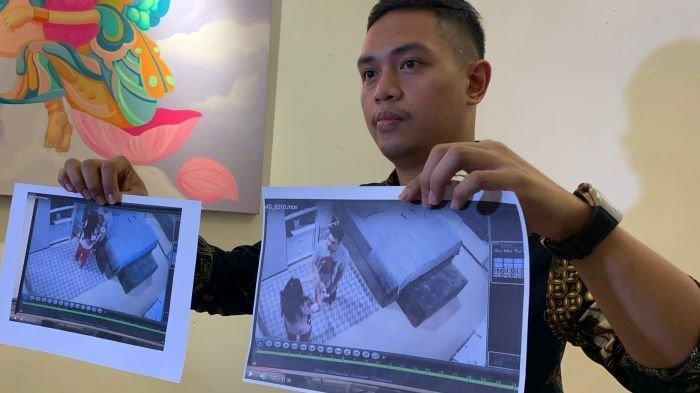 Pengacara Ijonk menunjukkan potongan video saat pemain sinetron Jonathan Frizzy diduga menjadi korban tindak KDRT yang dilakukan Dhena Devanka, Senin (27/9/2021).