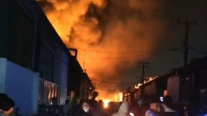 Sebuah Pabrik di Tegal Alur Kalideres Hangus Terbakar, Ini Asal Muasal Sumber Api