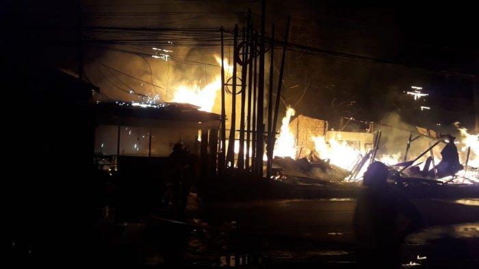 Korsleting Listrik, Tiga Rumah di Cipinang Cempedak Hangus Terbakar