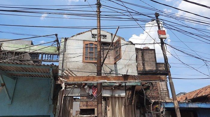 Angin Kencang Membuat Api Meradang, 13 Rumah di Tambora Hangus dalam Waktu 30 Menit