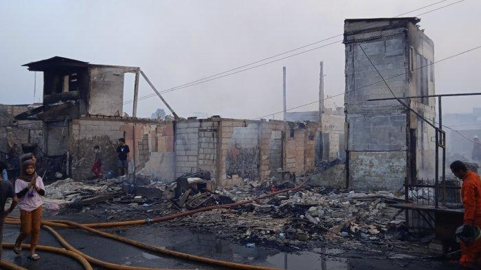 UPDATE Kebakaran Teluk Gong Penjaringan 272 KK Mengungsi, Dinsos Jakarta Utara Salurkan Bantuan