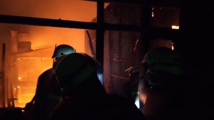 Sebanyak 452 Orang Kehilangan Rumah Saat Si Jago Merah Mengamuk di Jatinegara