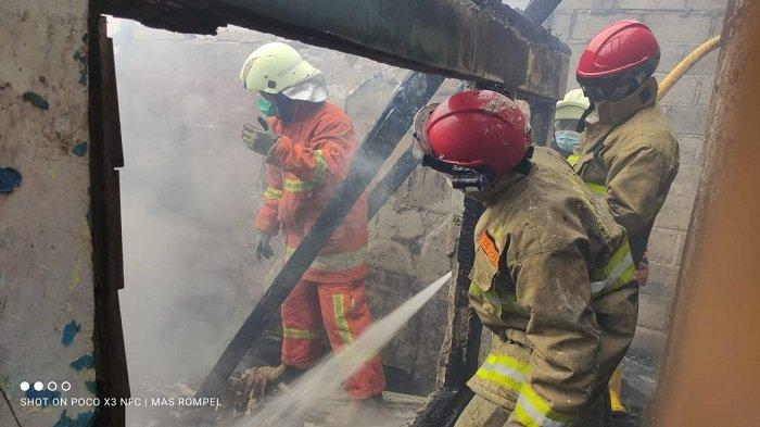 Kebakaran di Kelapa Gading Hanguskan Kontrakan, 2 Warga Sempat Pingsan