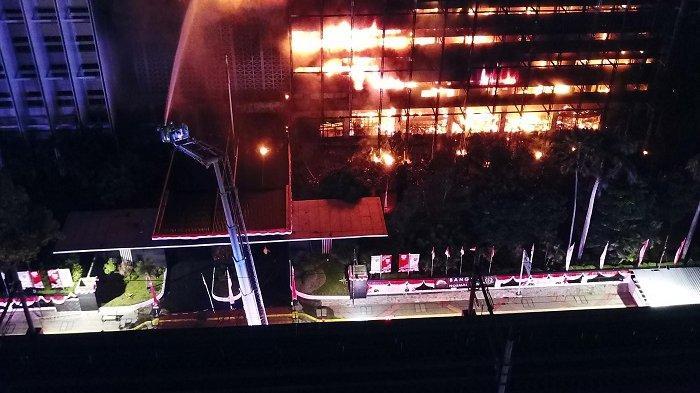 Buruh Bangunan yang Merokok Sambil Merenovasi Gedung Kejaksaan Agung Dipekerjakan Tak Resmi