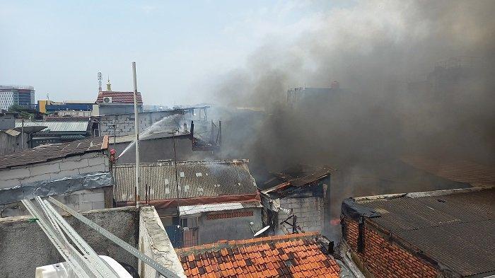 Beberapa Rumah di Pemukiman Padat Penduduk Matraman Jakarta Timur Terbakar