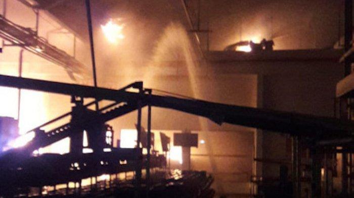 Terungkap Penyebab Kebakaran Pabrik di Pegangsaan Dua, Butuh 4 Jam untuk Padamkan Api