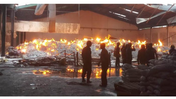 Kebakaran Landa Pabrik Alumunium, Dua Pekerja Tewas