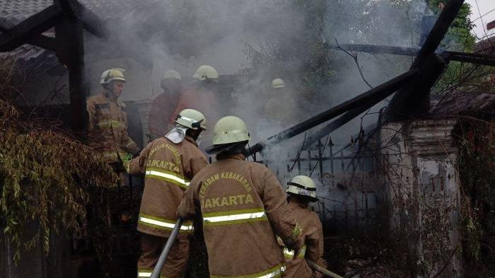 170 Personel Sudin Gulkarmat Jakarta Timur Disiagakan Antisipasi Musibah saat Libur Lebaran