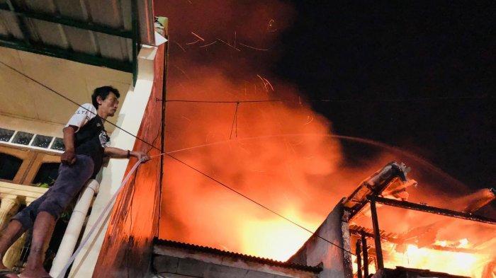 VIDEO : Rumah Terbakar di Depok, Penghuni Tewas Terjebak