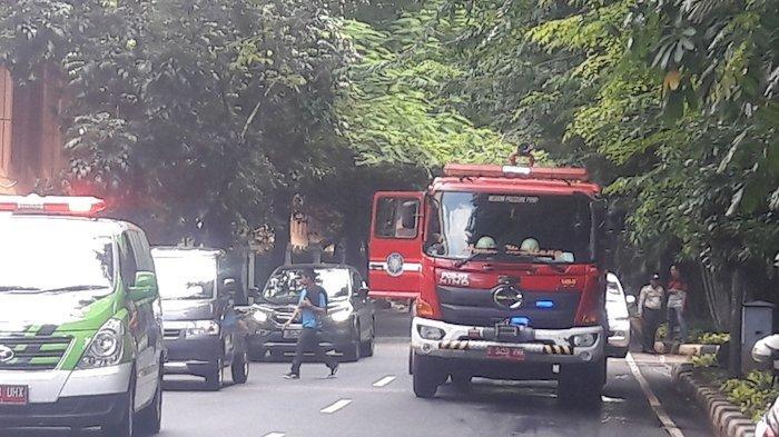 BREAKING NEWS: Kebakaran di Apartemen Eksekutif Hanguskan Lantai 16