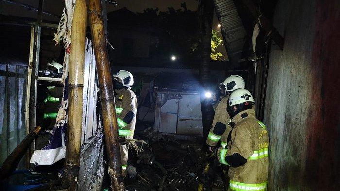 Kebakaran di Ciracas, Satu Rumah dan Tujuh Kontrakan Hangus Terbakar