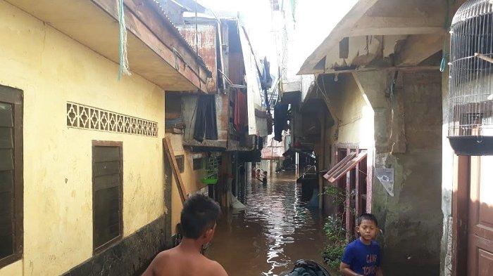 Banjir di Kawasan Bidaracina Berangsur Surut, Warga Mulai Meninggalkan Posko Pengungsian