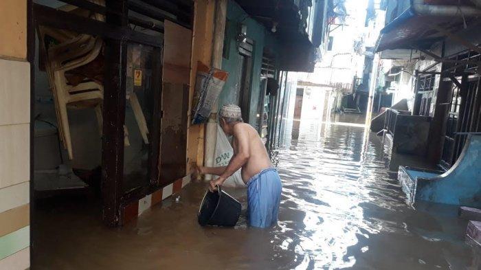 Hujan Deras Semalaman, Permukiman Warga Kebon Pala Terendam Banjir hingga Setinggi 2,5 Meter
