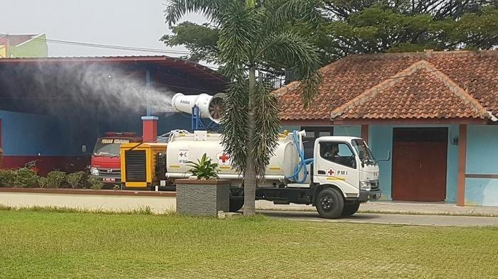 Persiapan New Normal Ruas Jalan di Tangerang Disemprot Disinfektan