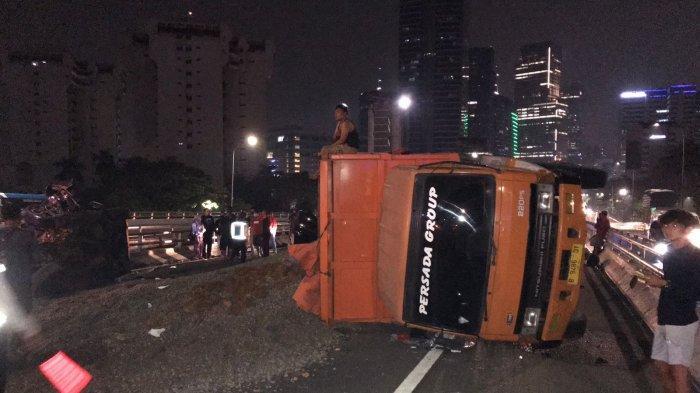 Kecelakaan Beruntun Terjadi di Tol Dalam Kota, Satu Orang Tewas