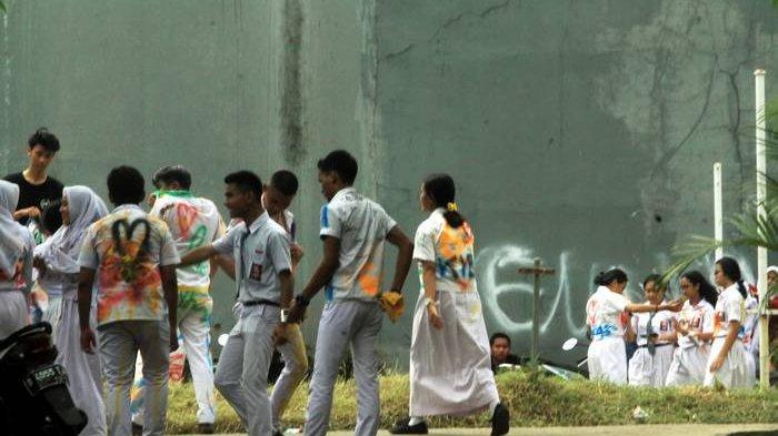 BERITA FOTO: Beginilah Kelakuan Siswa-siswa SMA Merayakan UNBK yang telah Berakhir