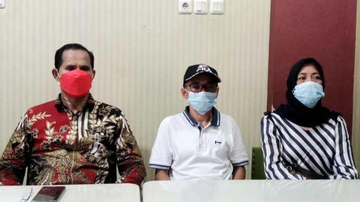 Lenarki Latupeirissa, pengacara AH, saat dijumpai di Kota Harapan Indah, Bekasi, Jawa Barat, Selasa (7/9/2021).Menurut Lenarki, ada hubungan asmara sesama jenis saat artis peran Fahri Azmi melaporkan AH ke polisi terkait dugaan penipuan dan penggelapan uang Rp 75 juta.