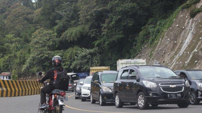 Hari Keempat Libur Panjang, Jalur Puncak Macet 2 Kilometer Imbas Penutupan Satu Jalur ke Arah Bogor