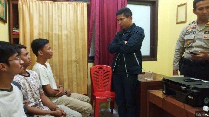 Viral Empat Pemuda Kencingi Bendera Merah Putih, Ternyata Ini Fakta Sebenarnya