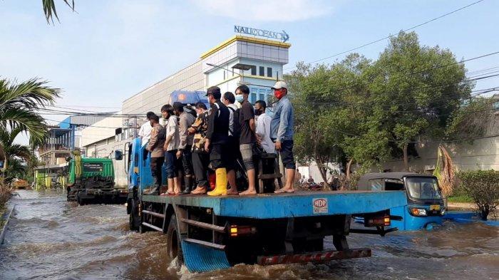 Terendam Banjir Rob,Polsek Muara Baru tetap Buka Pelayanan SKCK