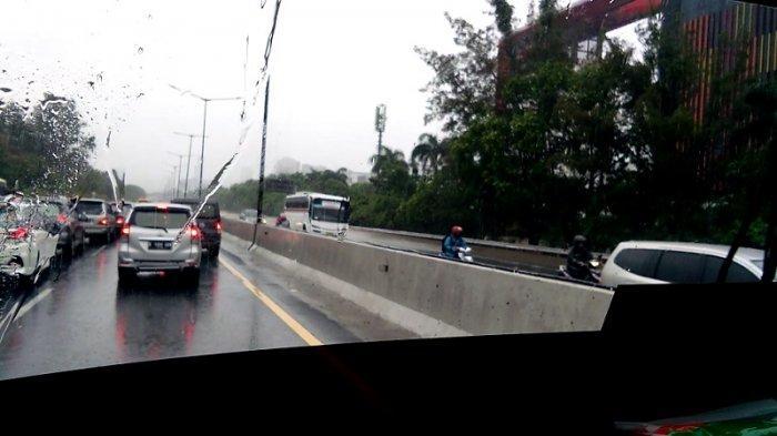 Jalan Arteri Ibukota Terendam Banjir, Sepeda Motor Boleh Masuk Tol