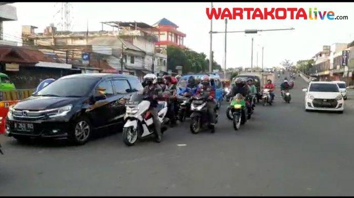 VIDEO: Arus Lalu Lintas di Sekitar Pasar Cibinong Sabtu Sore Padat
