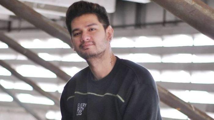Pemain sinetron Kevin Hillers dibenci penonton dan penggemar sinetron Ikatan Cinta hanya gara-gara memainkan peran Erlangga, musuh Aldebaran.
