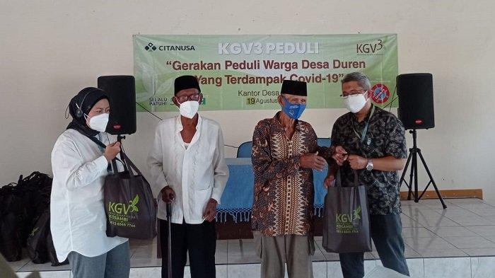 """Kepedulian KGV3 diwujudkan dengan membantu warga di sekitar Desa Duren, Kabupaten Karawang dalam kegiatan bakti sosial bertema """"Gerakan Peduli Warga Desa Duren yang Terdampak Covid-19"""", Kamis (19/8/2021)."""