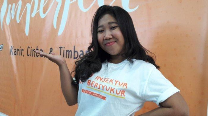 Kiky Saputri disela peluncuran trailer film Imperfect: Cinta, Karir dan Timbangan di kantor Starvision, Cempaka Putih, Jakarta Pusat, Jumat (8/11/2019).