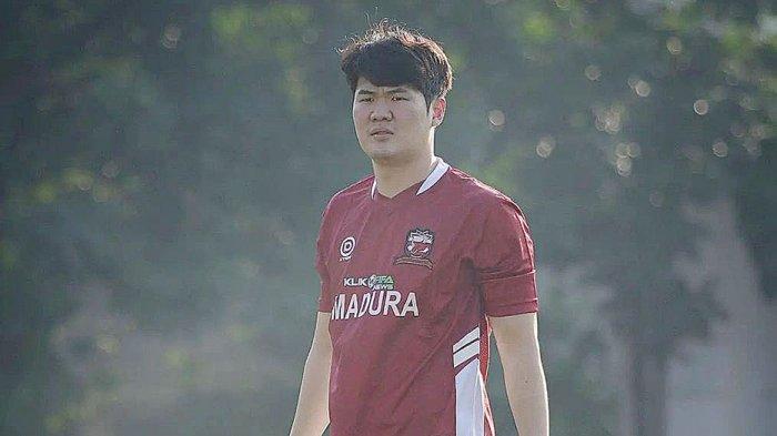 Kim Jin Sung pemain bertahan Madura United asal Korsel yang baru saja resmi dikontrak skuad Sappe Kerab untuk Liga 1 2021/2022