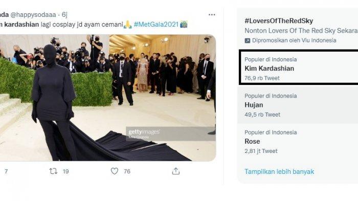 Di acara Met Gala 2021 Kim Kadarshian tampil beda dengan mengenakan busana yang menutup seluruh tubuh bahkan wajahnya. Namun malah mencuri perhatian public hingga menjadi trending topic.