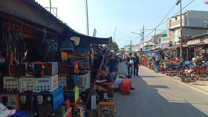 Puluhan Kios di Pasar Poncol Tetap Buka di Tengah Penerapan PSBB di Jakarta