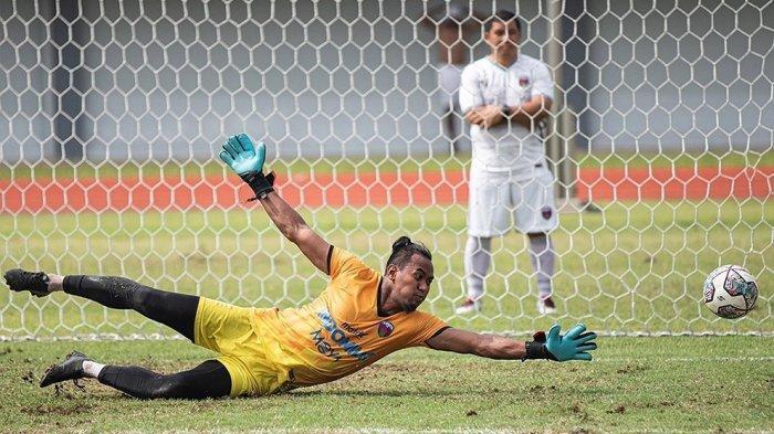 Semua kiper di tim Persita Tangerang punya kesempatan bermain yang sama asal kondisinya paling fit di latihan terakhir jelang pertandingan