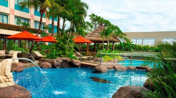 Fasilitas kolam renang di Hotel Ciputra Jakarta.