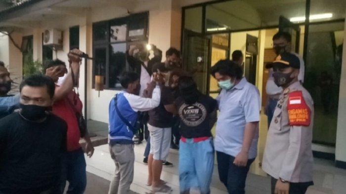 Beraksi di Karawang, Empat Perampok Ditangkap di Bekasi Sedang Membongkar Brankas Hasil Jarahannya