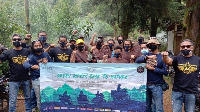 Dongkrak Pariwisata Nasional, Komunitas Sepeda Motor LA 32 Riders Bedah Toilet di Gunung Prau