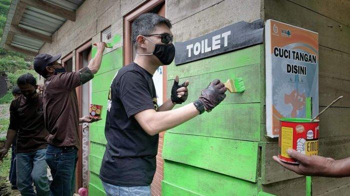 Komunitas sepeda motor LA 32 Riders berkolaborasi dengan Satgas Jamban Jawa Tengah dan DIY, membedah Toilet di lokasi wisata basecamp Dwarawati, Dieng Kulon, Jawa Tengah pada Jumat (12/3/2021).