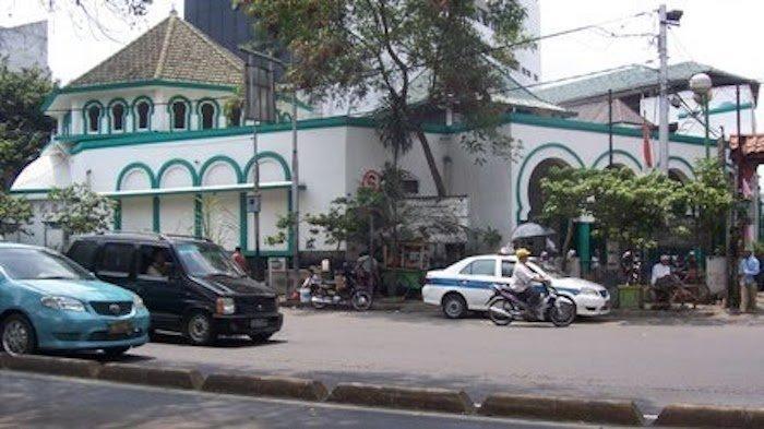 Ditengah Wabah Corona, Jemaah Masjid Jami Kebon Jeruk Malah Ramai Didatangi, Ini Alasannya