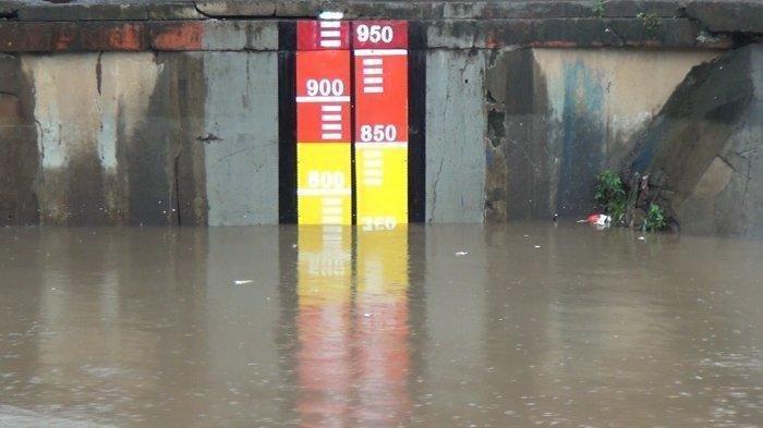 BREAKING NEWS: Tinggi Muka Air Dua Pintu Air di DKI Status Siaga 2, Warga Jakarta Diminta Waspada