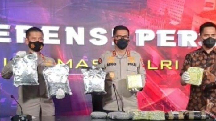 Polisi Bekuk 5 Pelaku Pengedar Narkoba Jaringan Malaysia di Batam